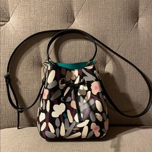 kate spade Bags - NWT Kate Spade Small Bucket Floral Bag